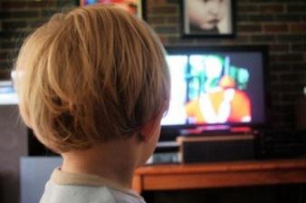 Gledanje TV-a nije za malu decu