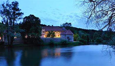 Grad Otočec (Slovenija) - posetite čarobni dvorac na vodi